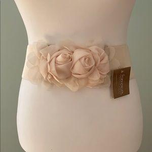 Francesca's cream belt stretch flowers